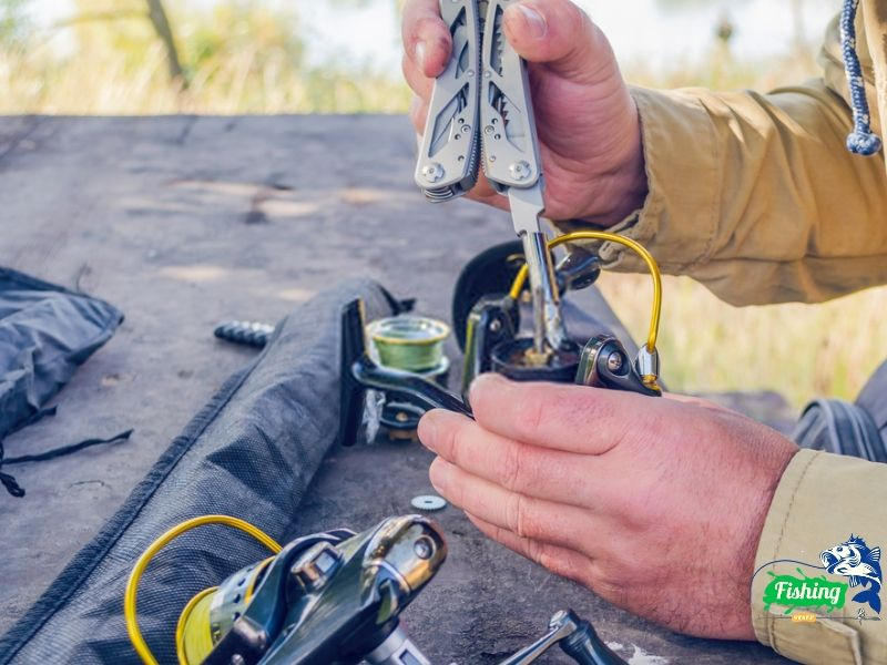 How to fix a fishing reel that won't lock
