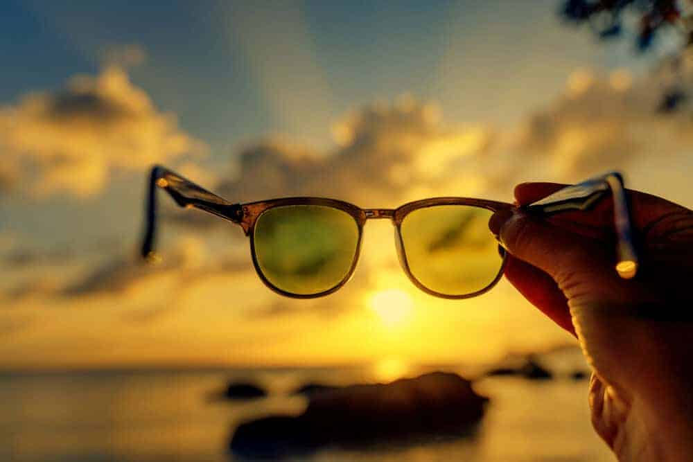 How do polarized sunglasses help fishing